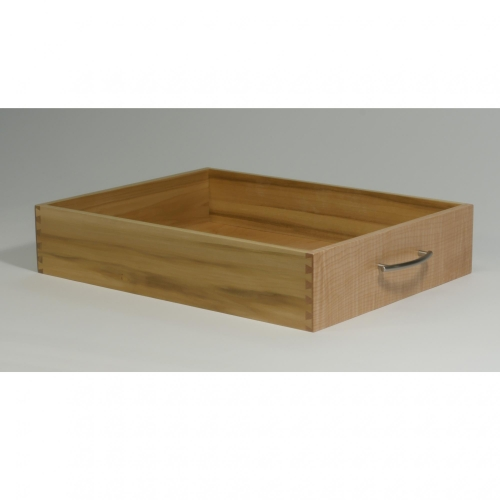 Drawer with half-blind dovetails, 38 depth of cut, in maple, sides in poplar. 4H x 15W x 20D