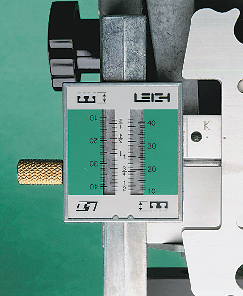 Leigh_Isoloc_scale_pins-socket_mode_500px