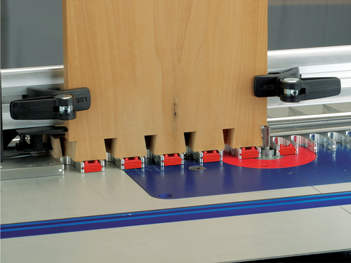 Leigh_RTJ400_Through_Dovetails_(Tails)_with_Backer_Brd_Red_blockers_004_CC_3000px