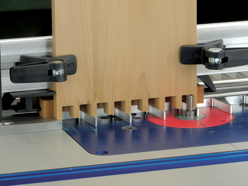 Leigh_RTJ400_half-pitch_dovetails_pins_with_backer_board_904_3000px