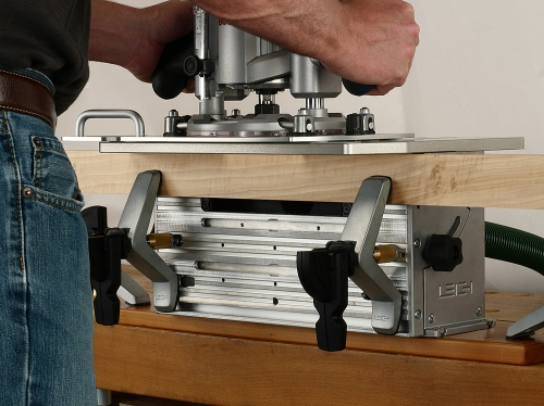 Leigh_FMTPro_routing_single_mortise_grey_bkgd_P1130889_1500px