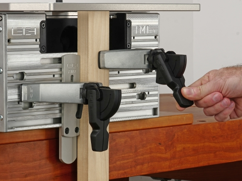 Leigh_FMT_Pro_Clamp_with_one_hand_235_CC_3000px