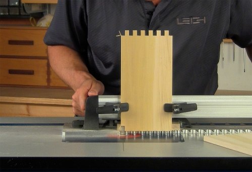 Leigh_RTJ400_how_to_rout_box_joints_10_Vid_FF1500px