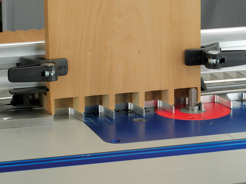Leigh_RTJ400_through_dovetails_pins_with_backer_board_964_3000px