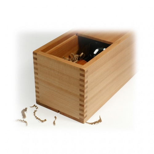 Wine box in red cedar with 316 box joints. 4-14H x 4-14W x 14-14D