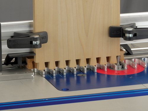 _leigh_RTJ400_half-pitch_dovetails_tails_with_backer_board_952_3000px
